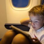 Sfaturi privind zborul cu un copil mic